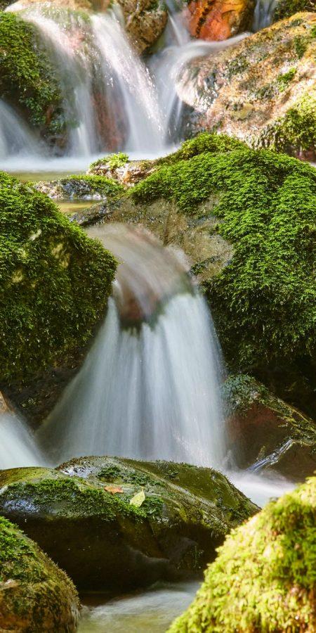 Aigua entre roques
