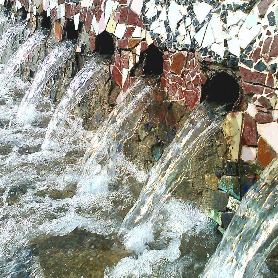 Aigua sortint de la font
